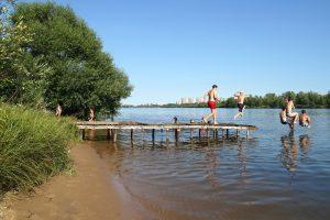 Die Ardeche ist für den Auvergne-Urlauber ein Ort der Entspannung. Kinder lieben das Plantschen im Wasser und auch die Eltern wagen gerne den Sprung ins kühle Nass. (#1)