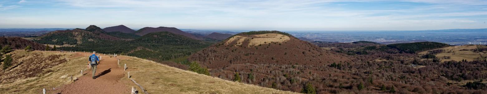 """Wer Vulkane liebt und gerne wandert, den zieht es sicher in der Auvergne zu einer der ganz großen Sehenswürdigkeiten, in den Naturpark """"Vulcania"""" auf dem Puy-de-Pariou. (#1)"""