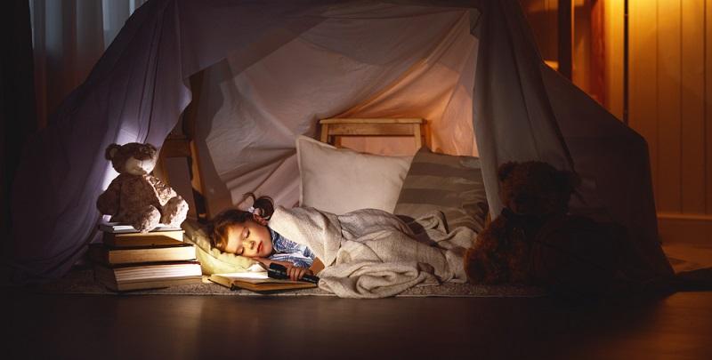 Ideal sind 20 Grad. Das Kindchen sollte selbstverständlich nachts nicht unterkühlen.