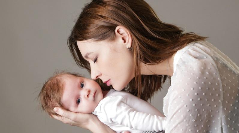 Dauer Mutterschutz: Die meisten Frauen gehen sechs Wochen vor und acht Wochen nach der Geburt nicht arbeiten, sie befinden sich im Mutterschutz. (#01)