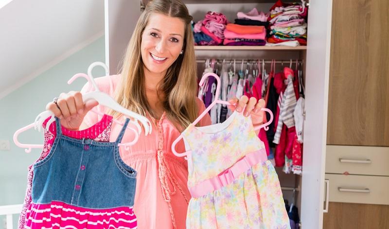 Zum Mieten der Kleidung muss ein Konto angelegt werden. Die meisten Anbieter arbeiten mit einer <strong>Einzugsermächtigung</strong>, damit die Kosten beglichen werden.  ( Foto: Shutterstock-Kzenon )