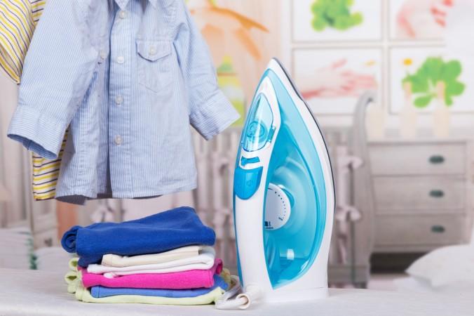 Auch beim Bügeln von Kinderkleidung ist auf die richtige Pflegen zu achten - hier eignet sich am Besten ein Dampfbügeleisen, welches mit Wasserdampf erstklassige Ergebnisse erzielt. (#3)