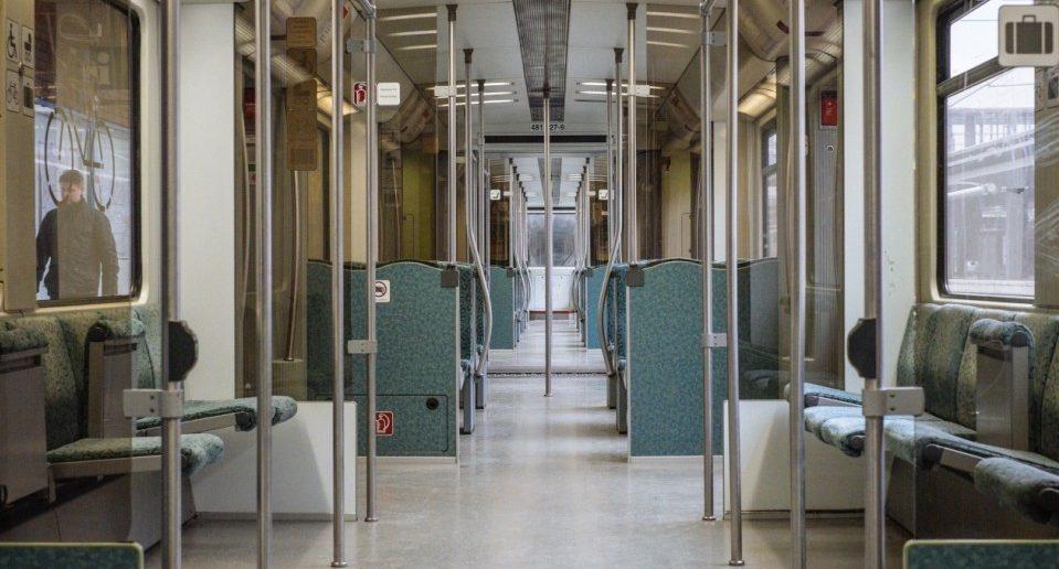 Für Kinderwägen und die zugehörigen Familien mitglieder gelten in öffentlichen Verkehrsmitteln Regeln, die einzuhalten sind.