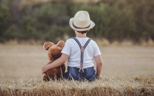 Das Kuscheltier und andere Objekte aus dem vertrauten Umfeld des Kindes sollte man mit in den Camping-Urlaub an die Ardeche oder generell in die Auvergne mitnehmen. (#2)