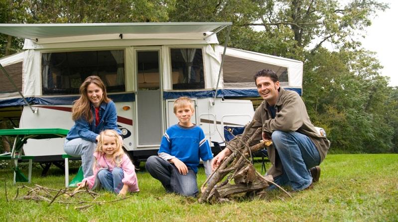 Viele Familien fühlen sich deutlich unabhängiger, wenn sie mit dem Wohnmobil verreisen. (#03)