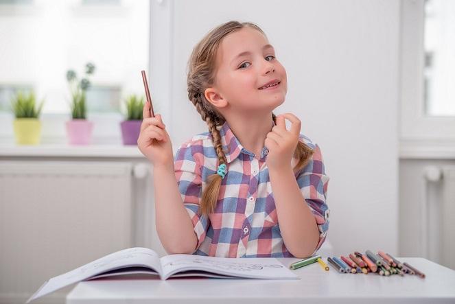 In der Woche sollte ein Tag festgehalten werden, an dem Sie sich mit einem Kind an einen möglichst ruhigen Ort begeben und gemeinsam mit dem Ich-Buch auseinandersetzen. (#02)