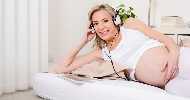 Es ist durchaus verständlich, dass Frauen den Wunsch haben, erst mit 40 oder sogar noch ein wenig später Mutter zu werden.