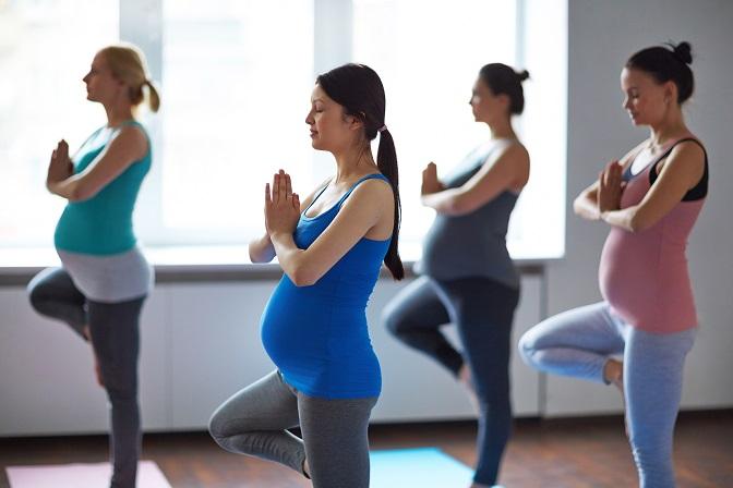 Lange Zeit war Sport aufgrund der hohen Belastung für das Ungeborene verpönt. Doch mittlerweile sind sich Mediziner einig: Sport während einer Schwangerschaft ist ausdrücklich erlaubt! (#01)