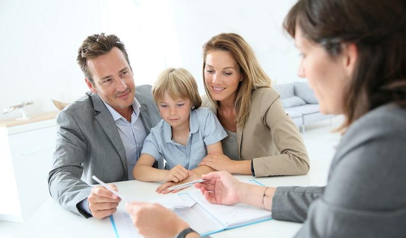 Sparen für den Nachwuchs ist etwas, das viele Eltern oder auch Großeltern gerne machen möchten. Dennoch stellt sich die Frage, wie die perfekten Sparpläne für eine abgesicherte Zukunft aussehen können. (#01)