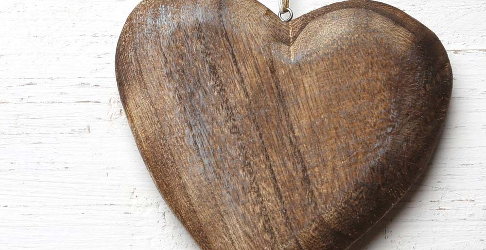 6. Tipp für Taufgeschenke: ein Herz aus Holz für ein Leben voller Wärme und Geborgenheit zur Taufe schenken.