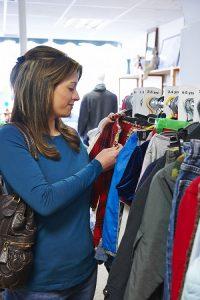 Günstige Kinderkleidung: Sale-Aktionen im Internet und in Läden (#03)